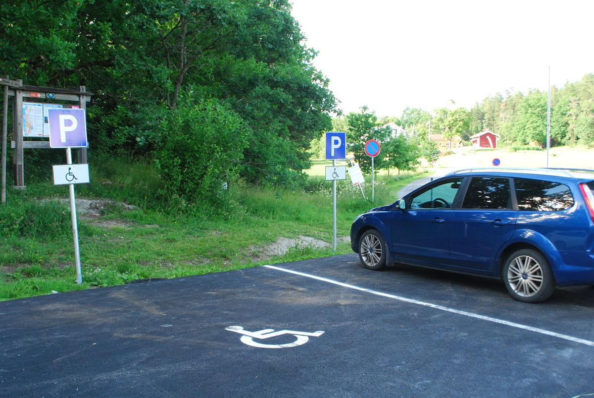 HC-parkering på p-plassen til venstre rett før Breivoll Gård.
