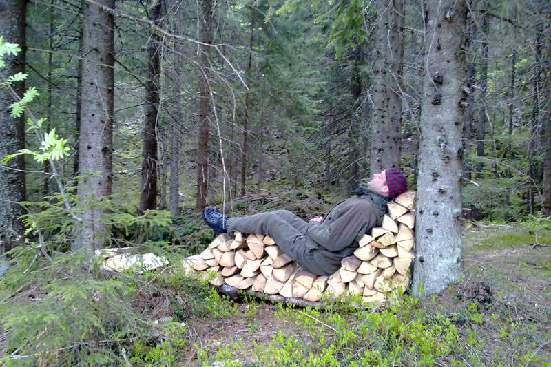 Godt med en liten hvil...Presthytta i Oslomarka, sommer 2010.