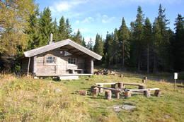 Lageråkvisla koia om sommeren - Foto: Margrete Ruud Skjeseth