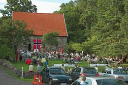 Olsokfeiring ved Løvøykapellet. - Foto: Ukjent