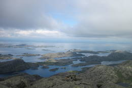 Utsikt fra toppen, vestover i havet - Foto: Ukjent
