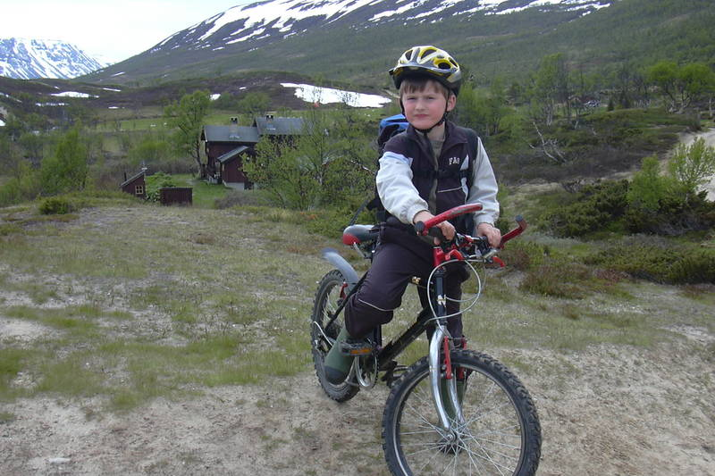 Det er fint å sykle til Dindalshytta og innover Dindalen