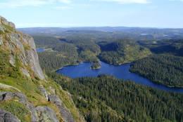 Utsikt fra Skrimtoppen. Det nærmeste vannet er Skrimtoppen. -  Foto: Olav Såtvedt, KOT