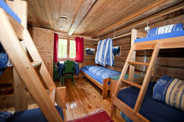 Det er ett soverom på stallen, på sommerseter. Med syv sengeplasser. - Foto: Telemark Turistforening