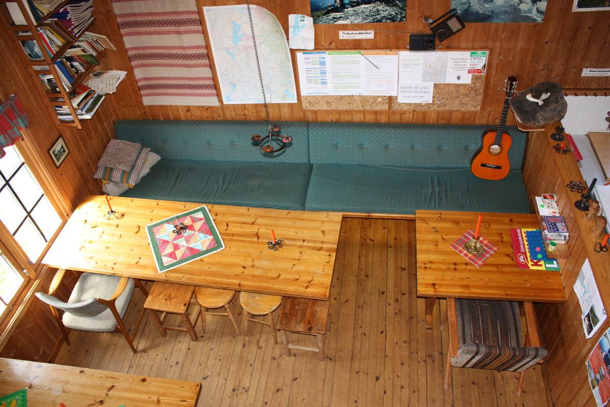 Inne i stua og kjøkken