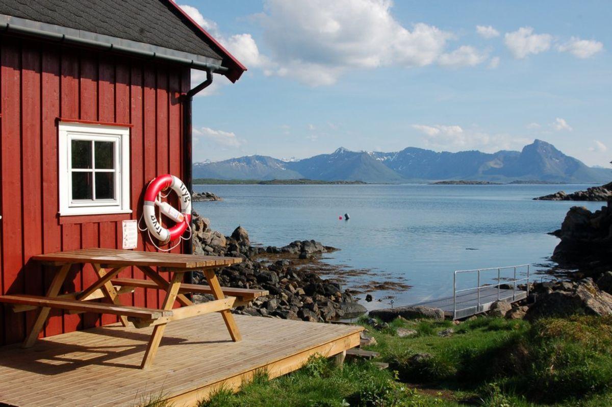 Her kan du nyte utsikten ut over Vesterålsfjorden!