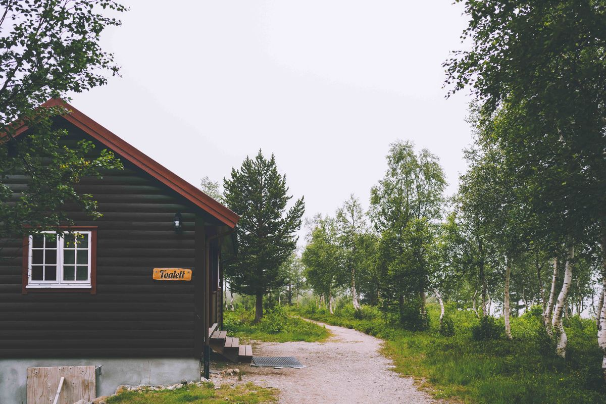 Reindalseter er et hyttetun som består av den gamle hovedhytta og et anneks, et toaletthus, samt et resepsjons- og kafeteriabygg.