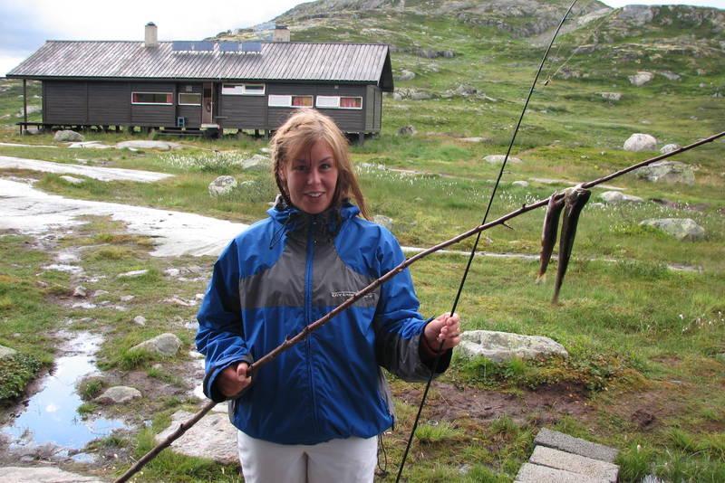 Det er fisk å få i elva Kjeldo som renn forbi hytta.