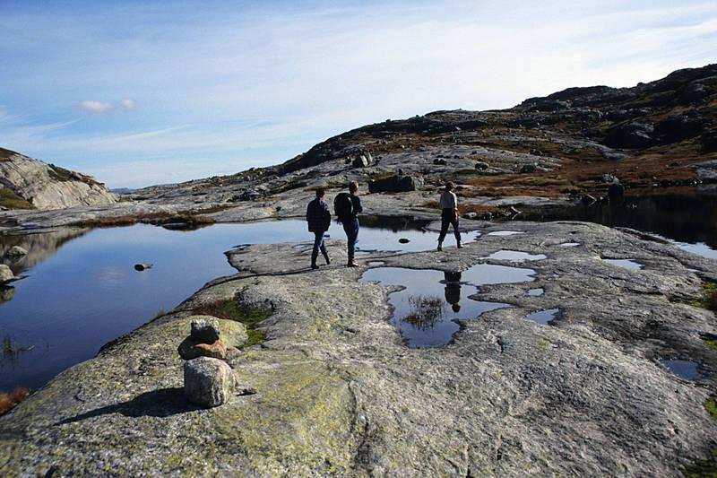 Turen fra Lortabu til Sandvatn går i perioder på lettgått grunnfjell