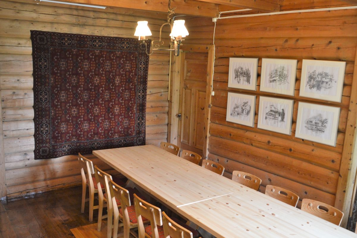 I spisestuen er det plass til over 30 personer