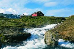 Brusende foss ved Åsedalshytten - Foto: Karl H. Olsen