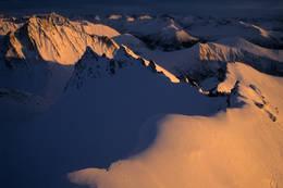Utsikt mot øst, Kyrkjefjellet nært, og Kolåstinden lenger bak. - Foto: Arild Eidset