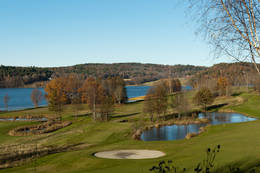 Golfbanen med Borrevannet i bakgrunnen - Foto: Ukjent
