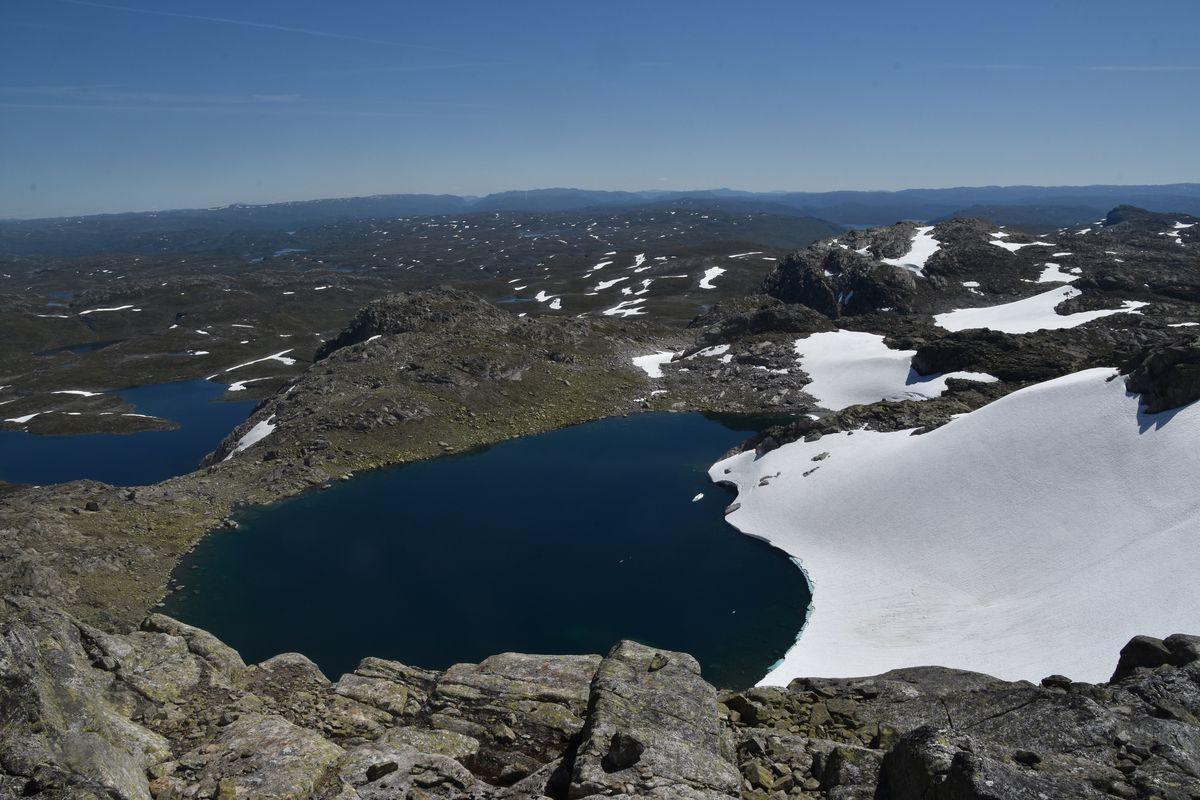 Fin utsikt, vannet til venstre er Holmasjøen