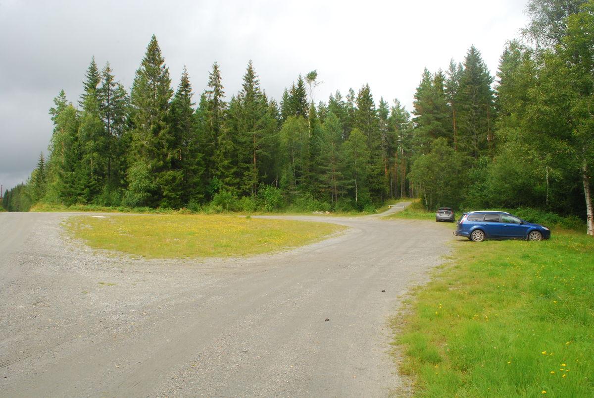 P-plassen på Kokstadvangen har ingen anviste p-plasser, men her er god plass.