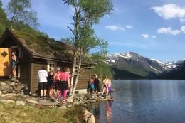 Ved Langedalsvatnet - Foto: Katrine Fjellestad Aske