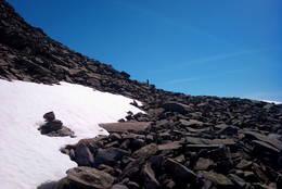Mykje stein oppover til toppen. - Foto: Svenn-Petter Kjerpeset.