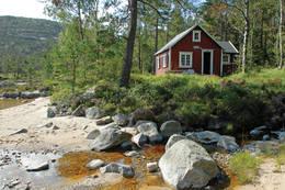 Veslebu ligger idyllisk til ved stranden -  Foto: Odd Inge Worsøe