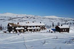 Jøldalshytta i vinterdrakt - Foto: Asgeir Våg