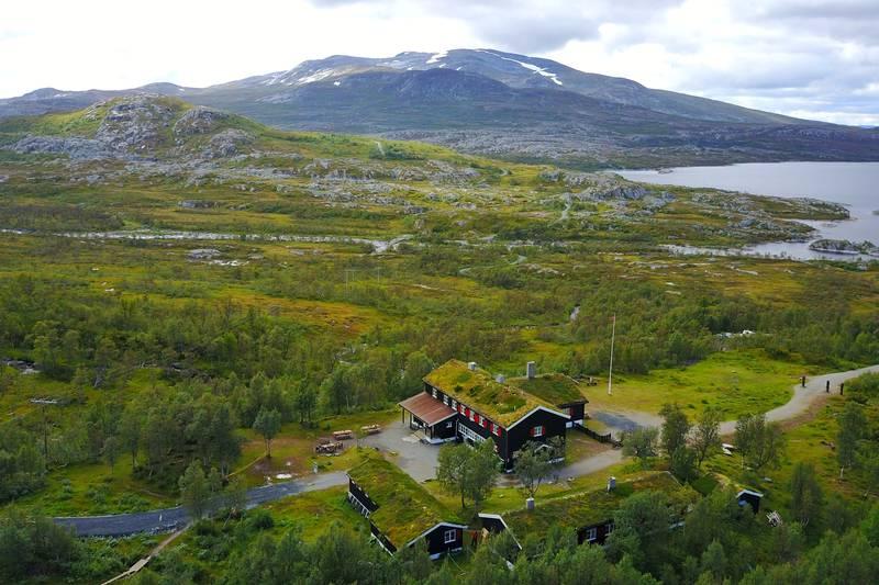 Nedalshytta mot Nordskardsfjellet.
