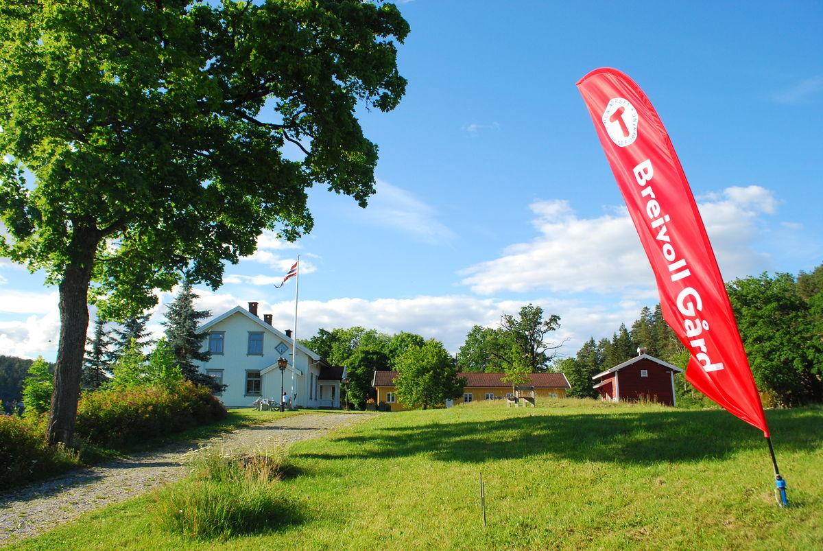 Breivoll Gård drives av DNT Oslo og Omegn, med eget vertskap på gården som ønsker velkommen.