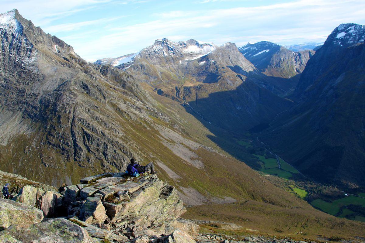 Utsikt utover Nordangsdalen fra Slogen