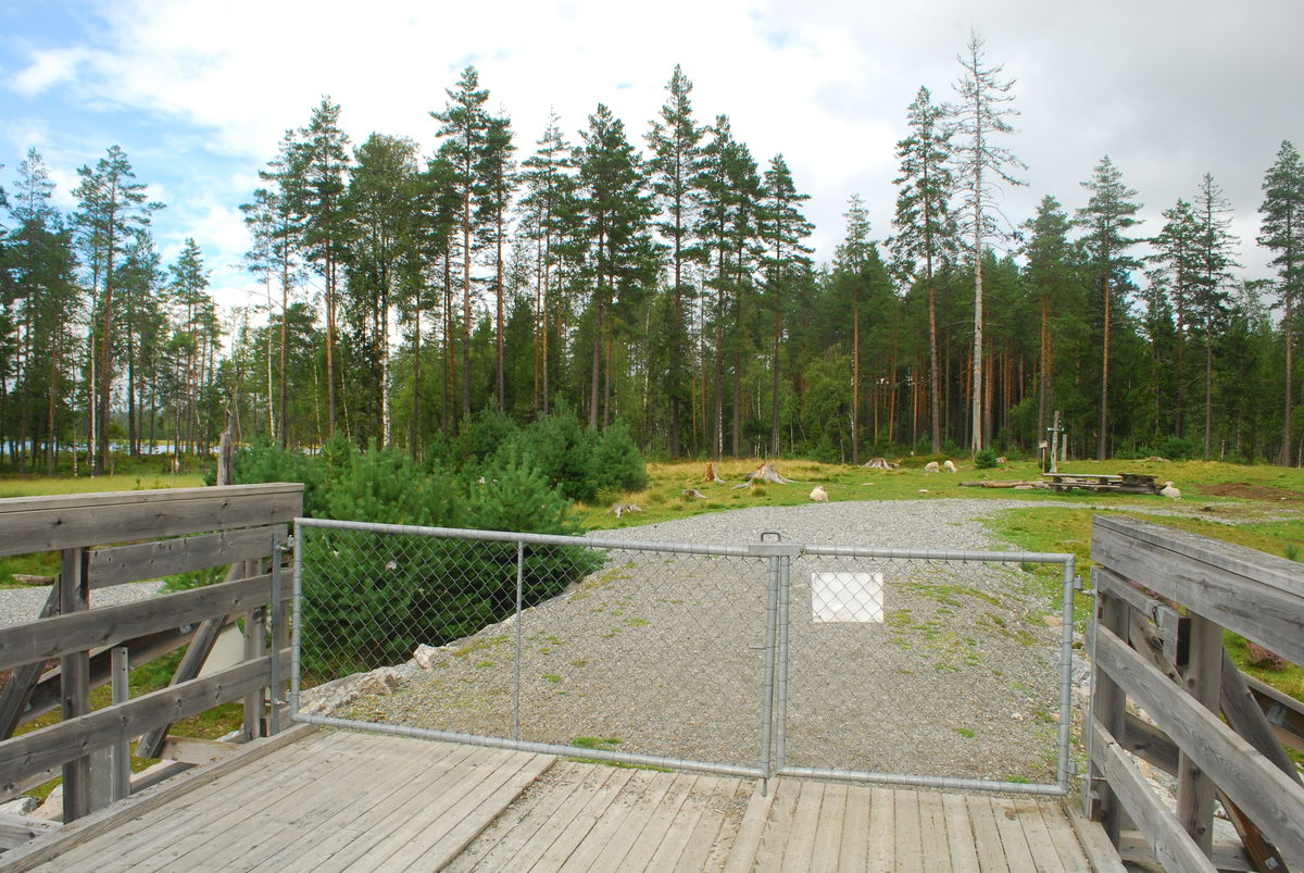 Porten kan åpnes på begge sider.