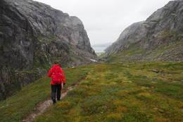 Rå natur i Kamsdalen. Utsikt over Kamsvatnet. - Foto: Elisabeth Eriksen