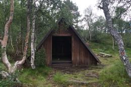 Gapahuk ved Vågslivatnet - Foto: Aud Irene Kittelsen