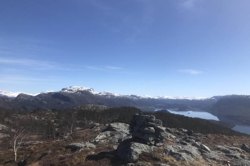 Usikt austover mot Eikefjord