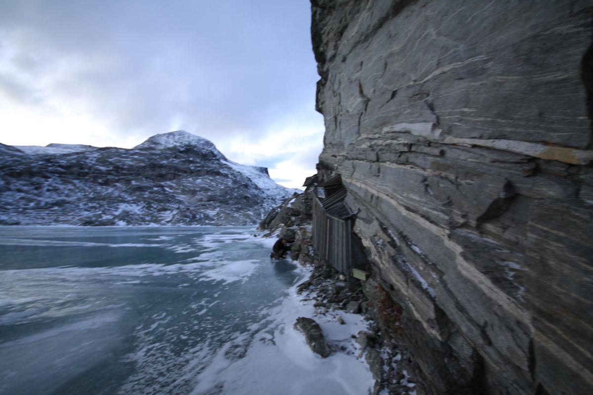 Fieldfarehytta sett fra isen