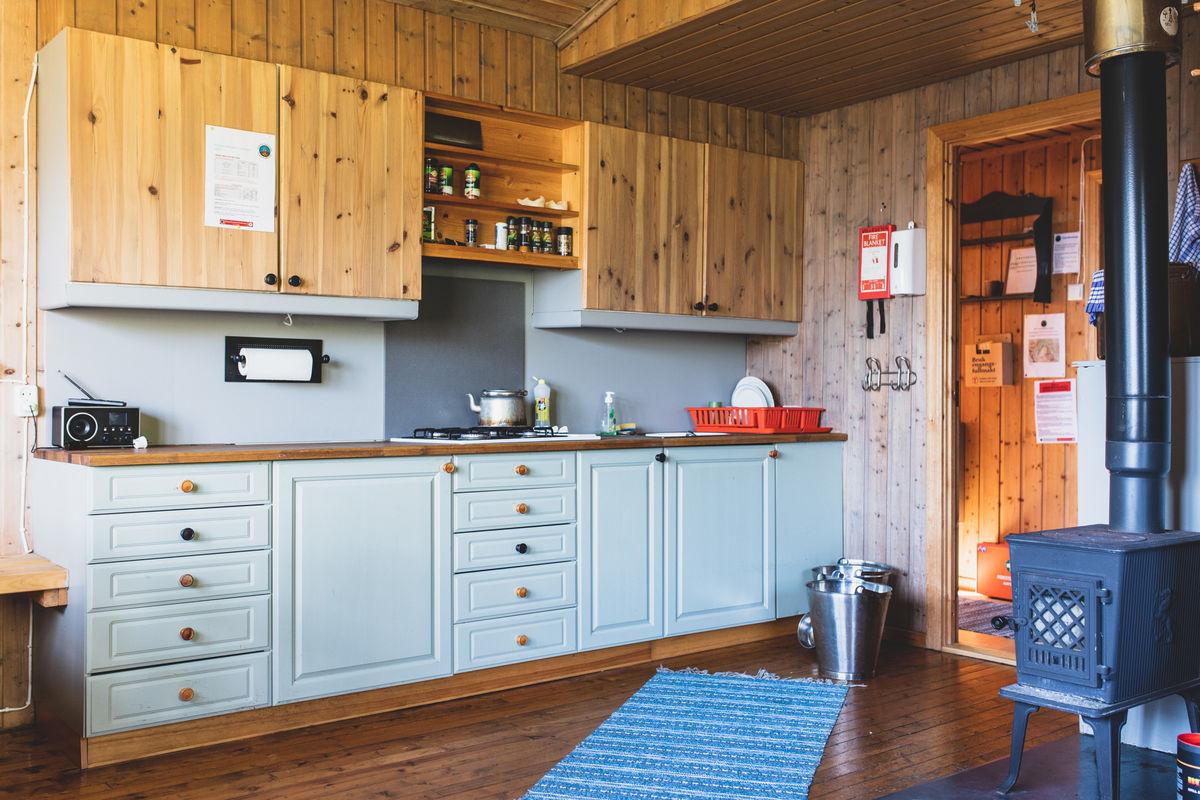På Velleseter har en interiørarkitekt satt sitt preg på hytta, slik at den er blitt fin og behagelig.