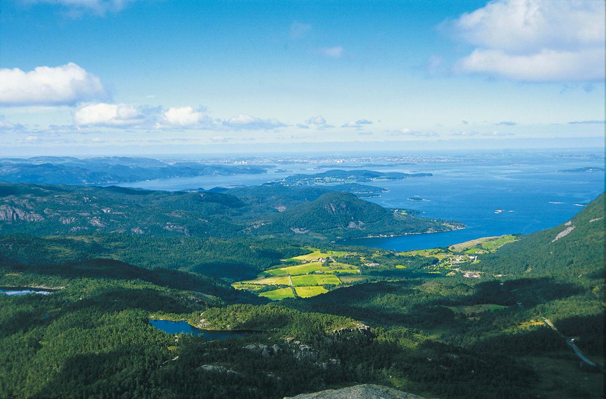 Utsikten vestover mot Stavanger er fantastisk.