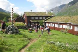 Klare til avgang fra Skogadalsbøen  - Foto: Kirsten Schreiner