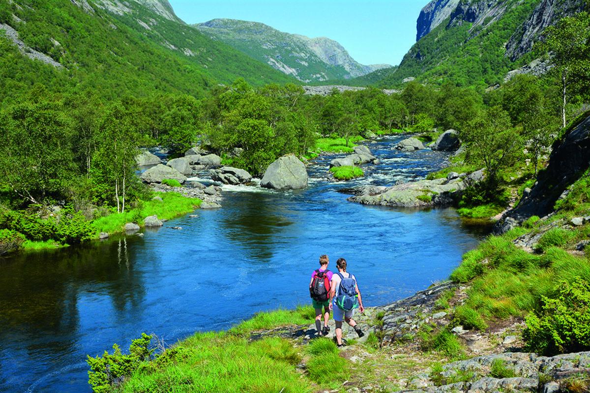 Følger du elva innover dalen, kommer du til idyller som dette.