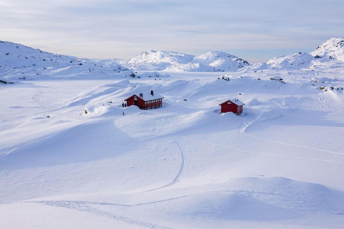 Vinteridyll med snøkledde fjell på Børsteinen
