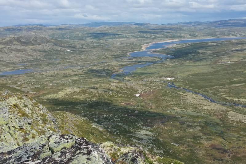 Utsikt mot Mårbu fra toppen av Hettehovet
