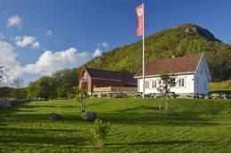Gramstad hus og låve  - Foto: Odd Inge Worsøe