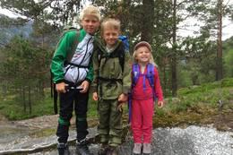 Tre søte små som er klare for tur -  Foto: Torill Opedal Hauge
