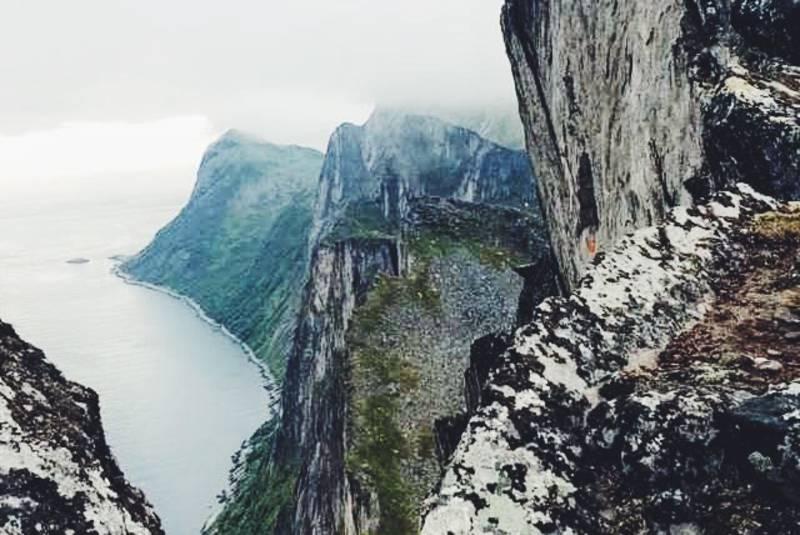 600 m rett ned i fjorden.