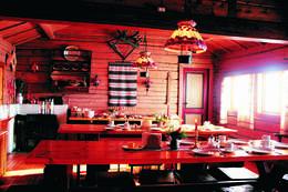Spisesalen på Storerikvollen har en unik atmosfære - Foto: Nicolas Torrence