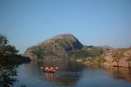 Du finner kanoer på Nipebu - Foto: Sogn og Fjordane Turlag