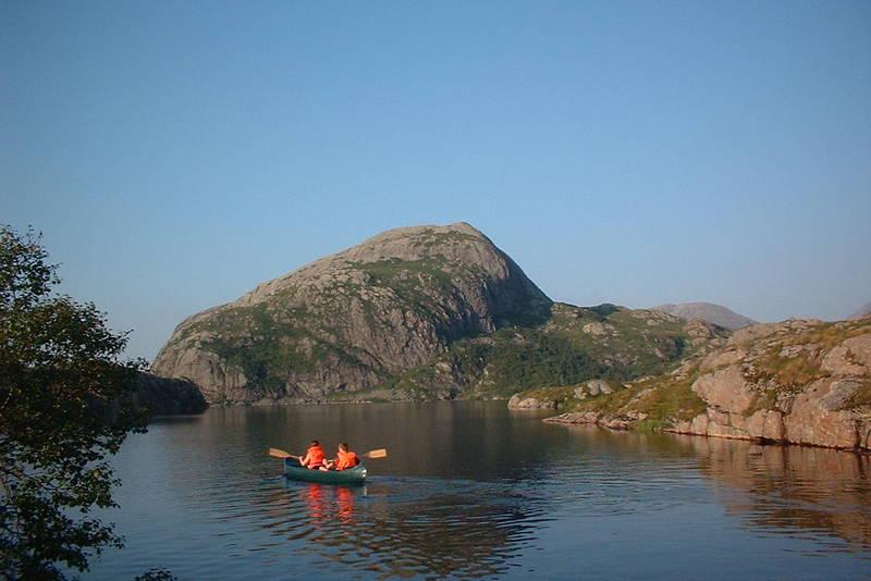Du finner kanoer på Nipebu
