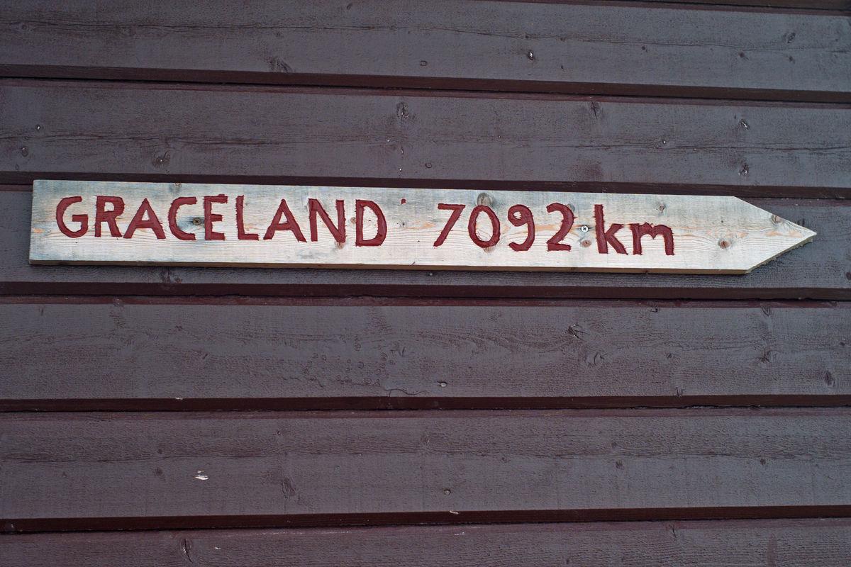 Praktiske opplysninger får man på Røysvatn..