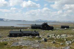 Sandhaug ligger vakker til på Hardangervidda - Foto: DNT Oslo og Omegn