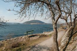 Vandring gjennom Drøbaks badepark med utsikt ut mot Oscarsborg, Håøya, Bergholmen og over til Hurumlandet. -  Foto: Inger-Marie Juel Gulliksen, Oslofjordens Friluftsråd