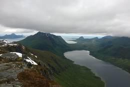 Utsikt fra Svartvasshamran med Markvatn - Foto: Frank Holdal