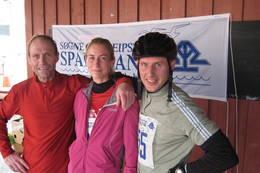 Anne Kari Borgersen i midten har løyperekorden for damer i Linnåsløypa. - Foto: Floke Bredland