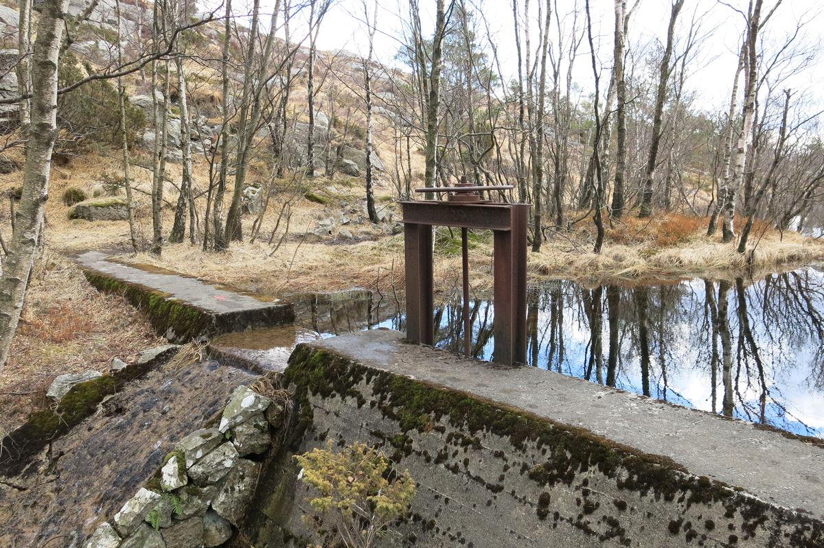 Rester fra vannverket som tyskerne bygde under andre verdenskrig