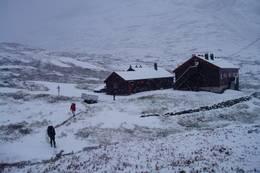 Vinteren har akkurat kommet til Nørdstedalseter - Foto: Hilde L. Magnussen